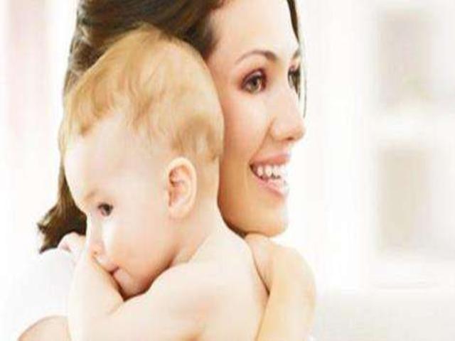 妈妈拥抱宝宝的简笔画_2,宝宝希望通过妈妈的拥抱来获得安全感