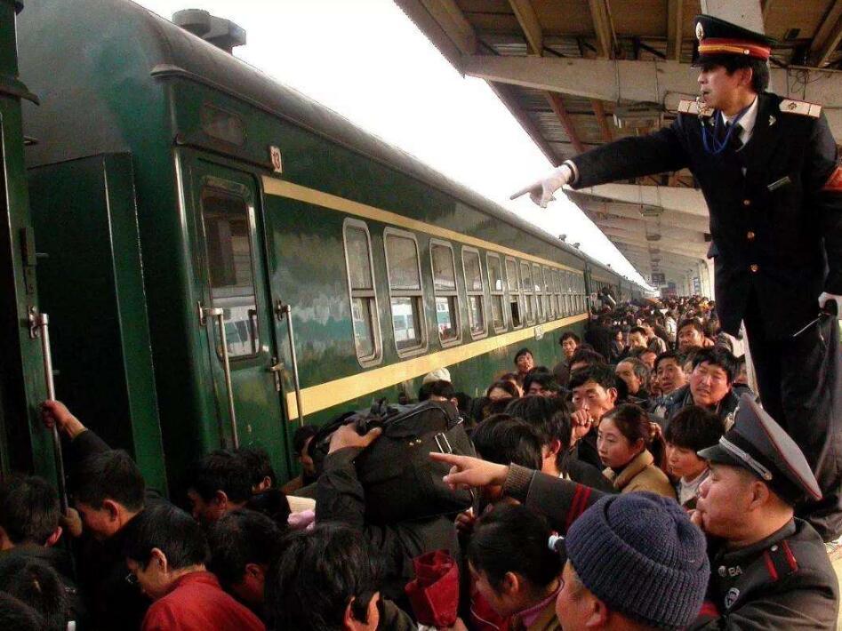 火车常常坐,但是你知道为什么每站火车厕所必锁吗?