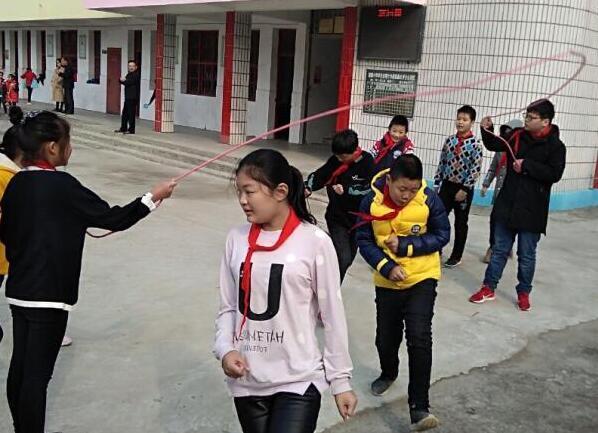 湖北荆门沙洋县瞄集小学成功举办秋季绳毽运动会