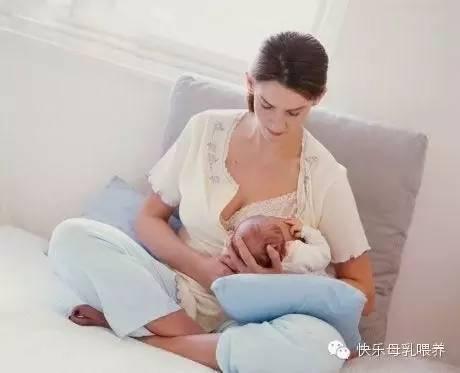 妈妈怀抱婴儿 手绘