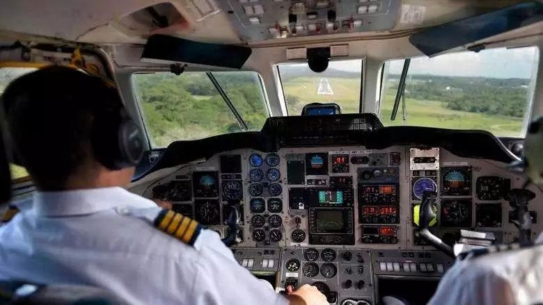 那个曾威胁炸毁飞机的飞行员,在迪拜被判入狱一年