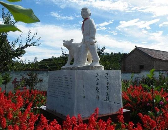 """抗日英雄""""王二小""""儿时玩伴史林山:用一生讲述王二小,守墓58年图片"""