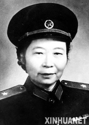 李贞少将的传奇人生:从童养媳到首位女将军