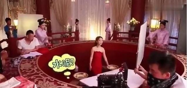 明星拍戲時的下半身:張藝興裹棉被,李易峰承包了我一年的笑點!