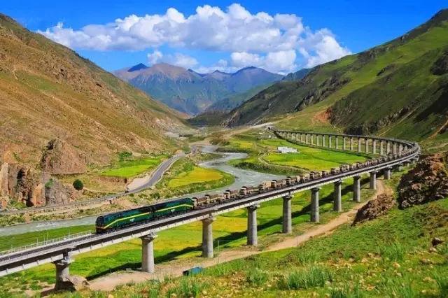 这列火车一路都是风景!就是这列途经天堂的列车!