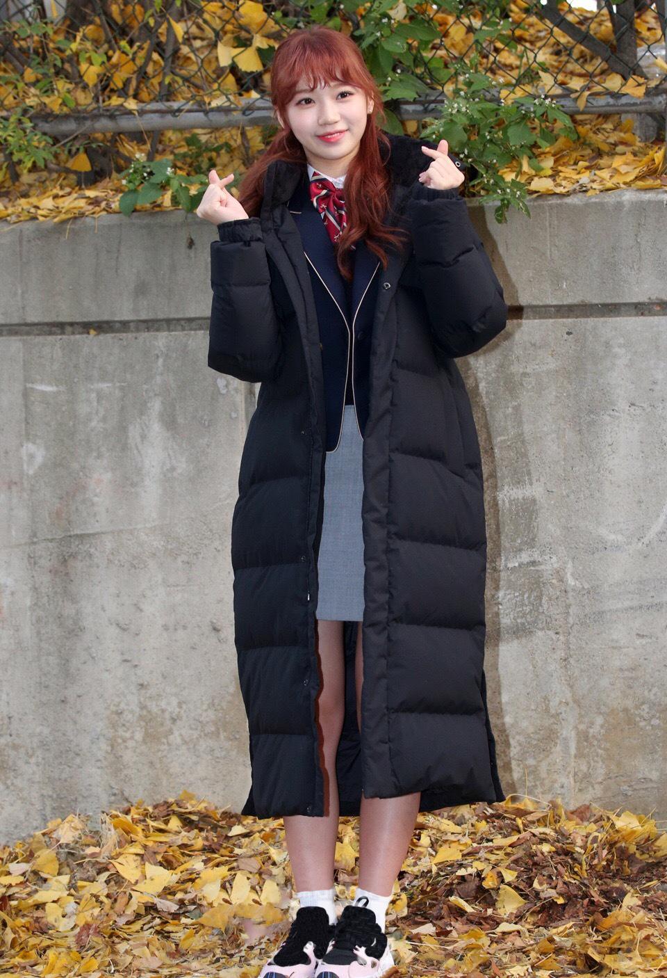 韩国高考竟成爱豆见面会!磪有情黑白配,李彩煐裹棉服居然还露腿