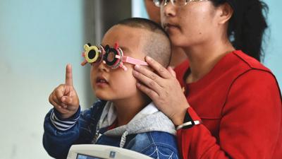 全国近视低龄化严重:预估中小学生近视或超1亿人