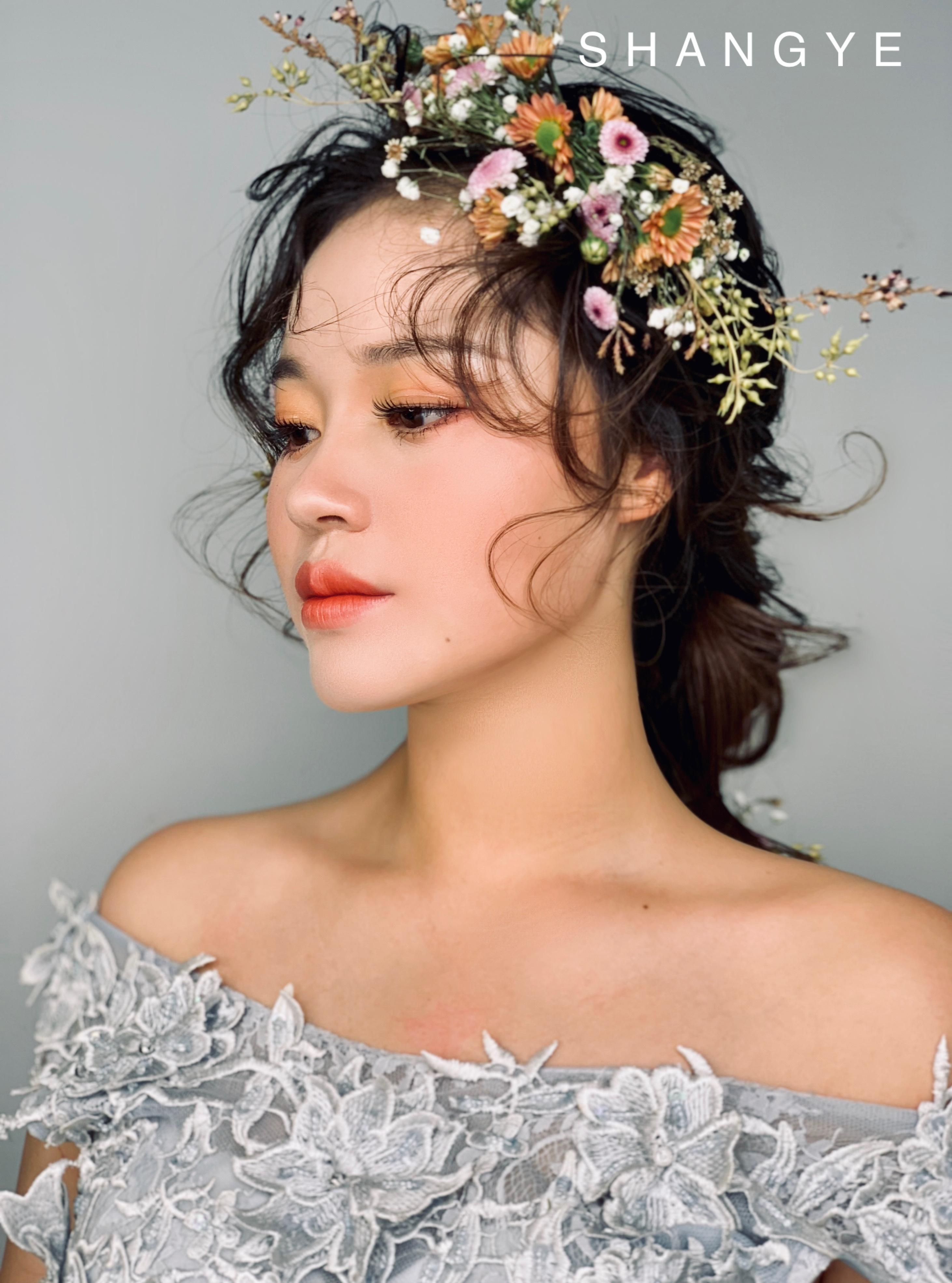 长头发新娘发型|易学百搭的新娘编发,森系新娘美妆图片