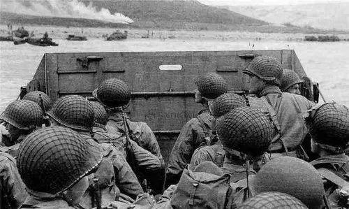 为什么士兵头盔上一定要围一层网?今天终于知道作用这么大!