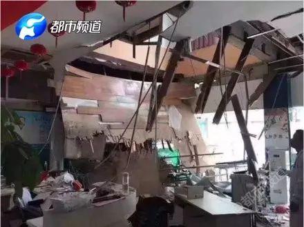 医院楼板坍塌!正体检人掉下去了,20名河南学生受伤!事发南京!