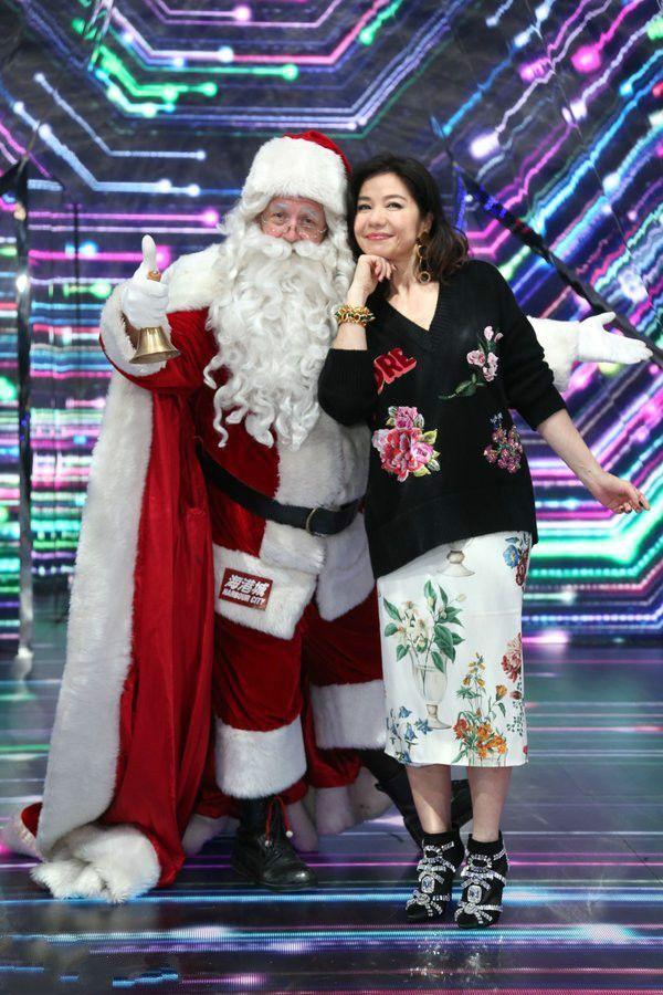 58岁钟楚红娇羞可爱,网友:陈妍希老了以后,也就这样吧!