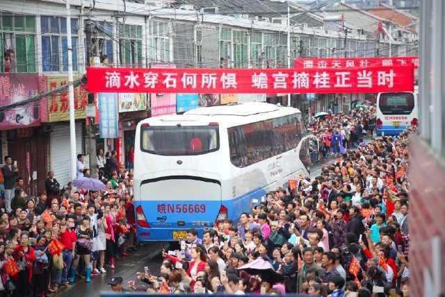 """中国学生是""""幸福感""""最低的人?用照片揭示教育真相,令人含泪!"""