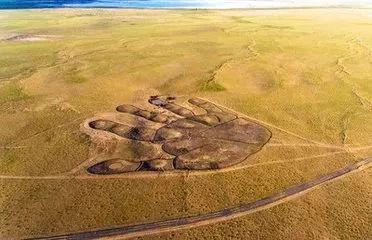 内蒙古草原突现如来掌印,相当于6个足球场大小,这究竟是怎么回事?