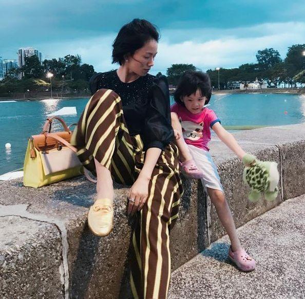 長得很像劉濤,搭檔趙麗穎演戲,自帶近百套衣服為劇組省一筆巨款