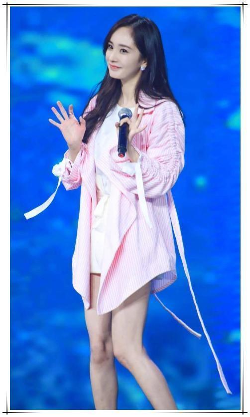没有杨幂的冷白皮真别穿粉色,像木村光希一样穿成买家秀就尴尬了