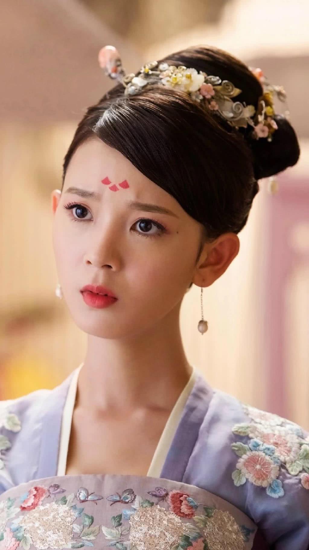 御姐身材萝莉脸的陈瑶,岳绮罗过后再无经典角色了