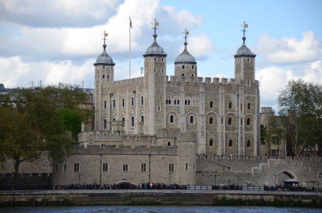 是世界上最大的哥特式建筑,现在是英国国会议会厅附属的钟楼.图片