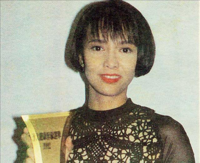 她曾是娛樂圈的「大姐大」,包養小鮮肉十六年,晚年淒涼孤身一人
