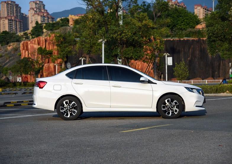 东南汽车推出全新轿车售价不足5万比亚迪F3还有戏吗?