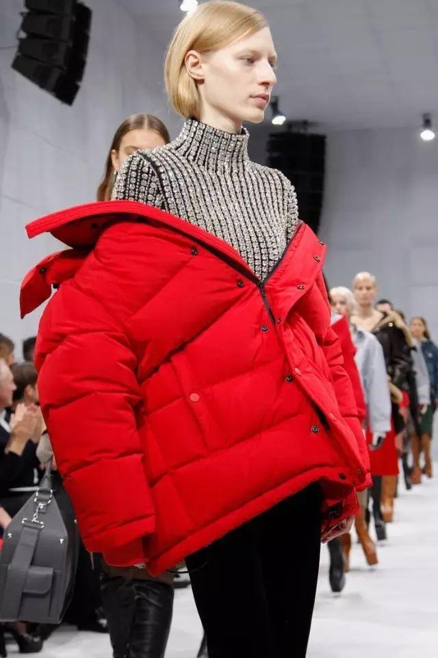 長大衣穿膩了?這幾款短外套才真正御寒保暖又時髦顯瘦!