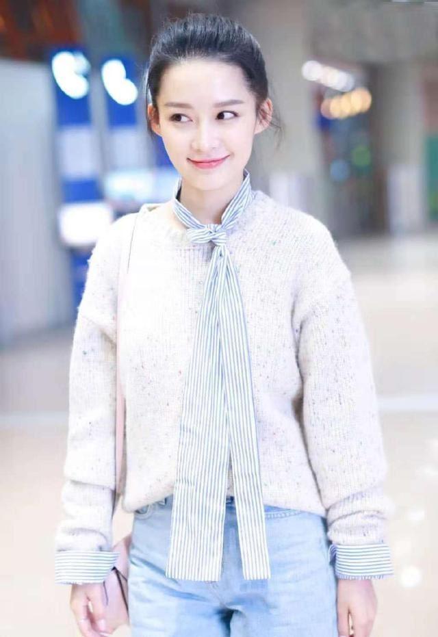 李沁太会穿了,清新装扮,28岁穿出18岁少女感!