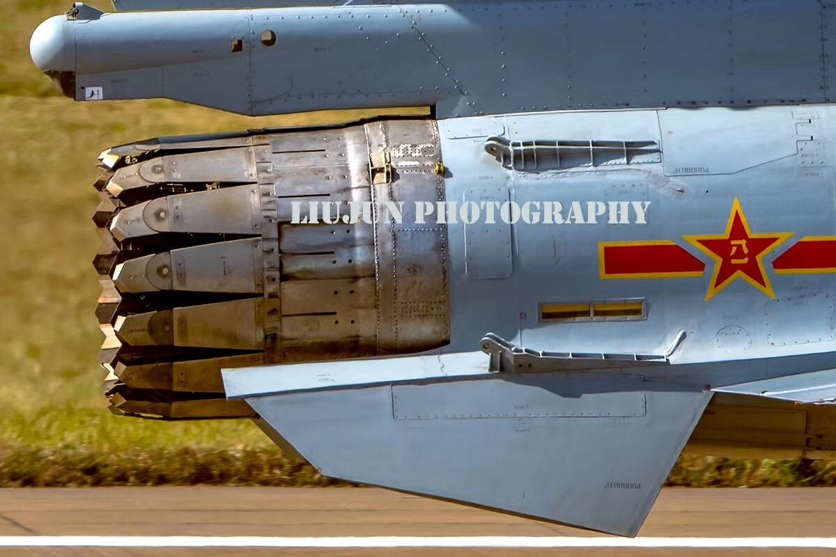 �yf�y���;_军事 正文  pybbn式在美国的f-15上率先采用,它的很多机构与原来的