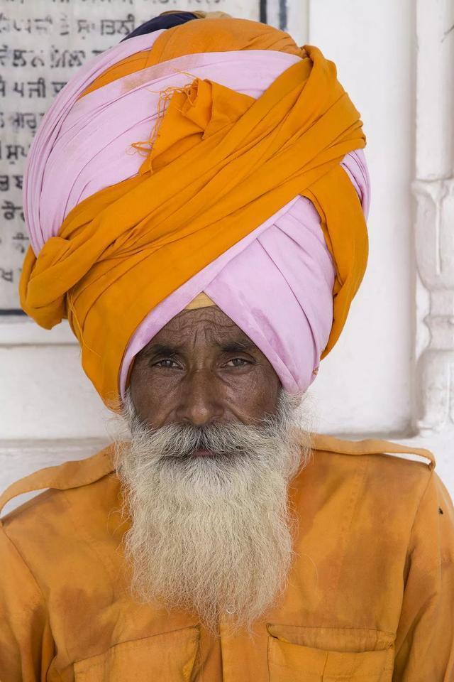 印度最有錢的村莊:每家每戶房頂都有飛機,男性一生不理發刮胡子