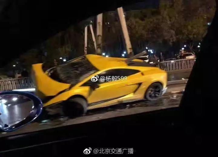 昨夜北京东便门桥附近一兰博基尼发生车祸,24岁司机受轻伤送医