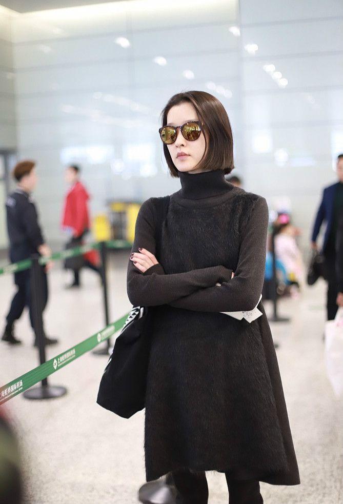 杜鹃纯黑套装,惊艳全场,网友:难怪自己是超模!