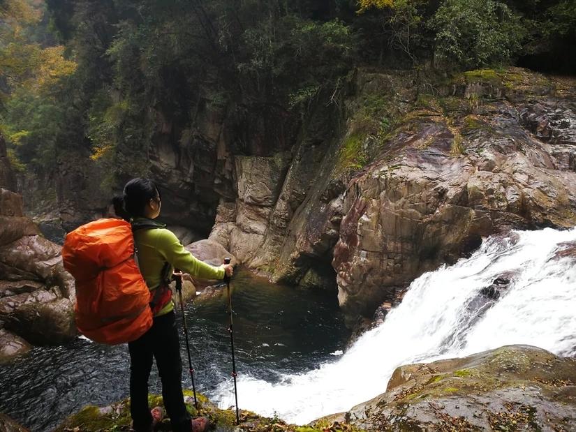 2天43公里无人区,罕见红色峡谷奇观,徒步穿越四川这块处女地