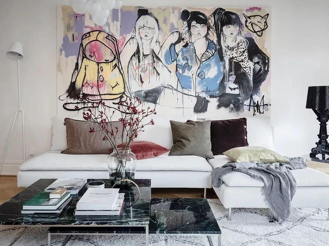 4 简单的挂上一幅手绘画 一个艺术装饰 或是精挑细选的壁灯 5 利用不图片
