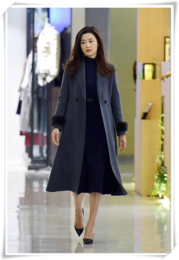 當37歲全智賢和37歲秦嵐同穿大衣,終于見識了女人氣質的高級感