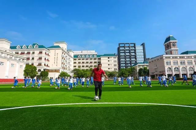 新亚洲学校_教育 正文     新亚洲学校将欧式建筑和传统文化有机融合,形成了传统