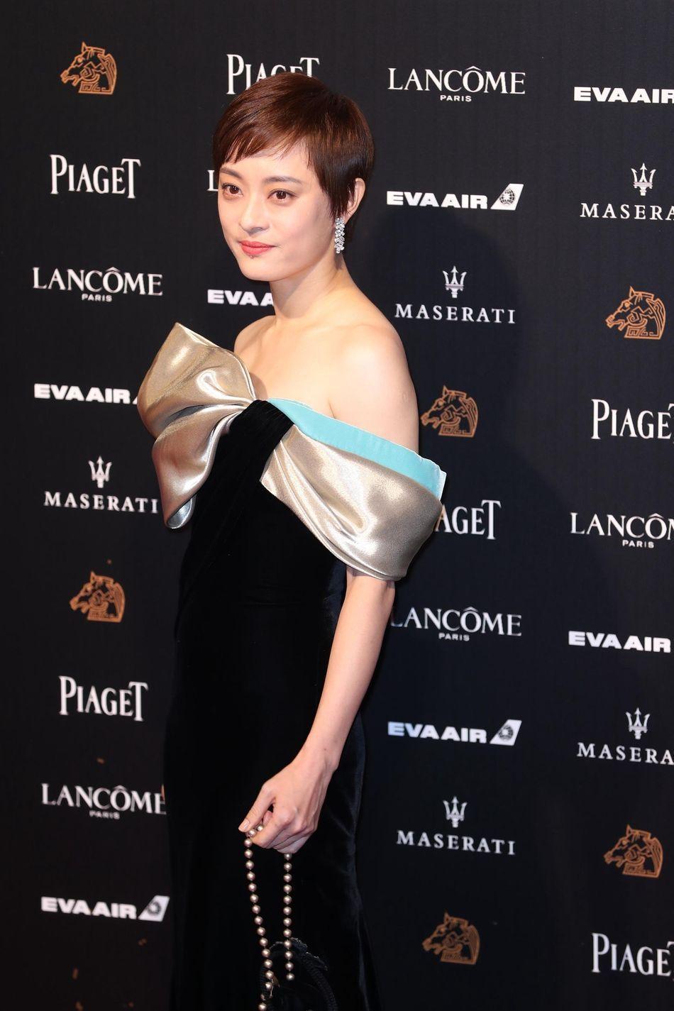 众星云集金马奖红毯,17岁张子枫不如36岁孙俪穿的惊艳!
