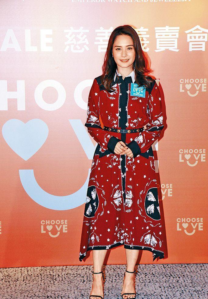 阿娇婚后红裙现身,网友:又瘦了不少啊!