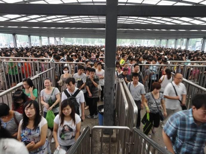 亞洲最大的住宅區,一天50萬人出門,上演速度激情,就在中國!