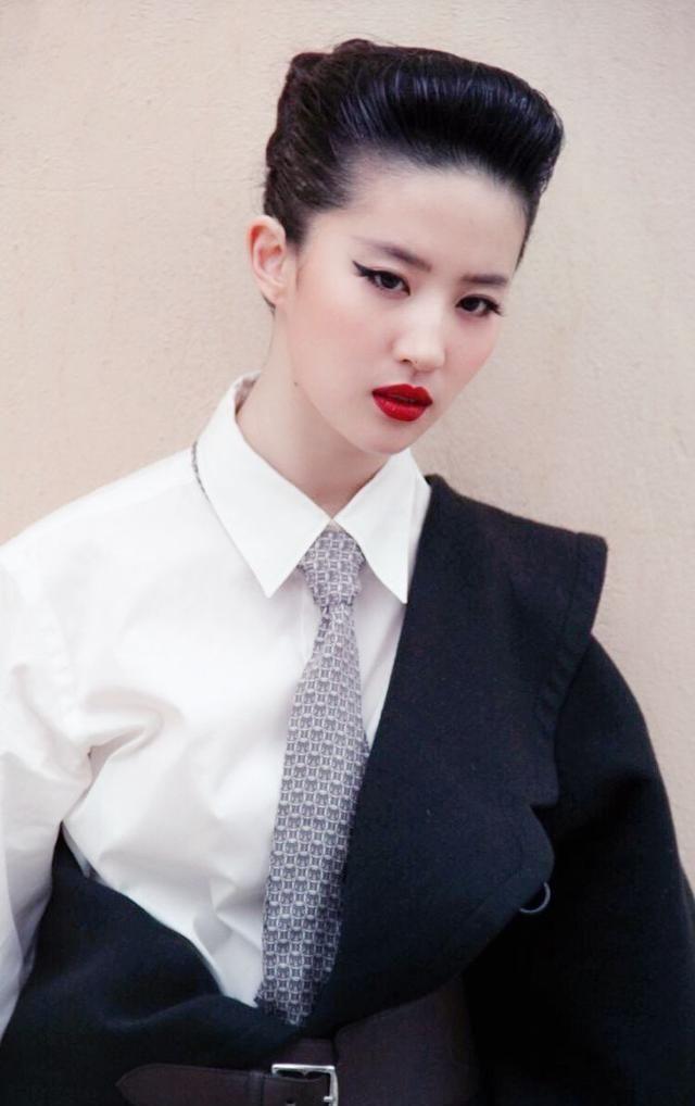 """刘亦菲仗着自己颜值高,挑战'""""死亡发型"""",脸小任性!"""