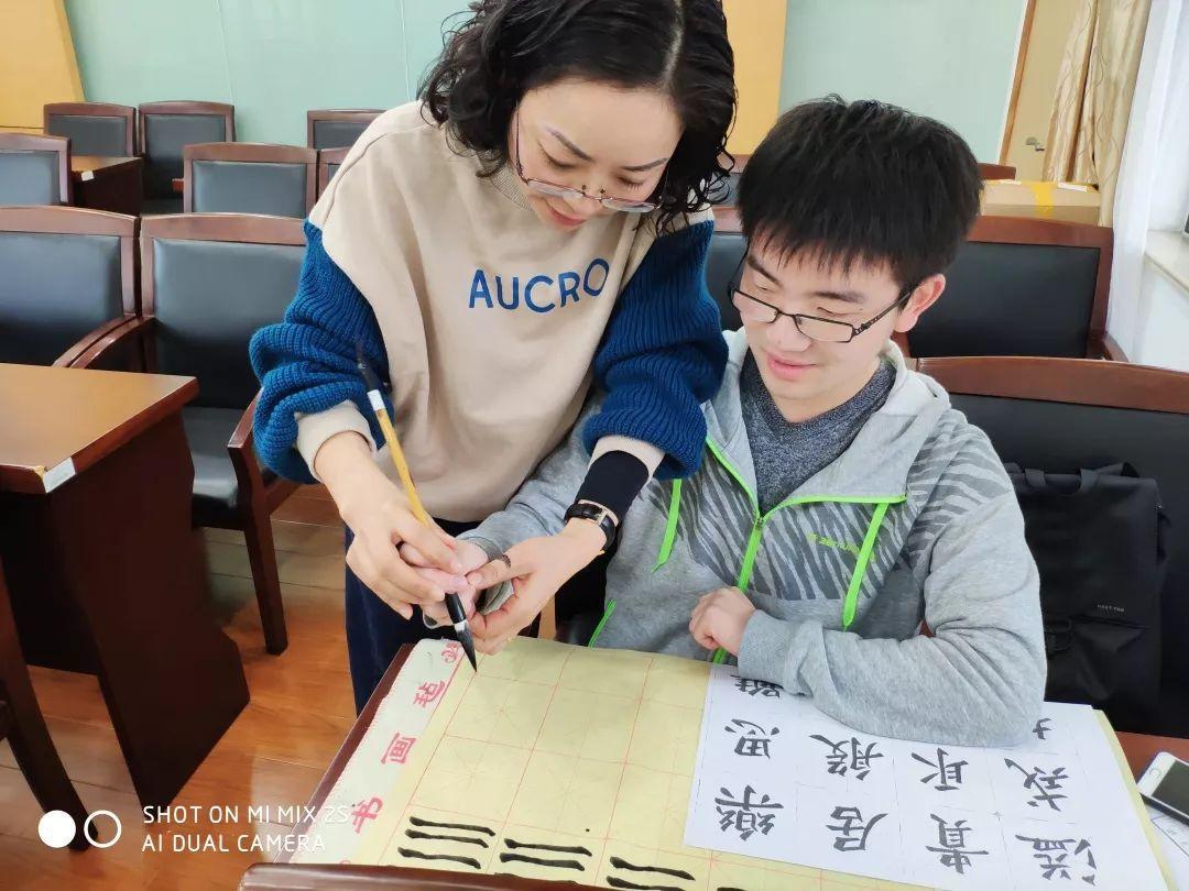 教育书法陆艳老师向进行正文见习技巧培训毛笔字和钢笔字,陆扑克牌的小教师图片