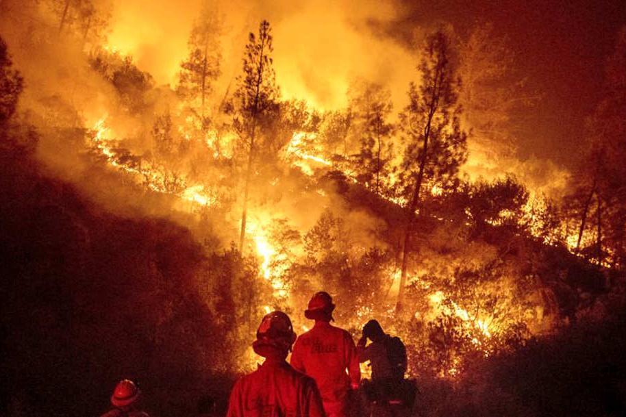 美国加州大火肆虐致死已超80人,恐加快特朗普下台