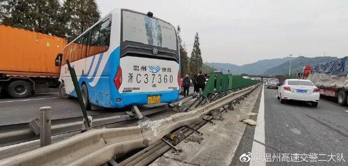 瑞安高速上,一客车与小轿车发生追尾,6人受伤 组图