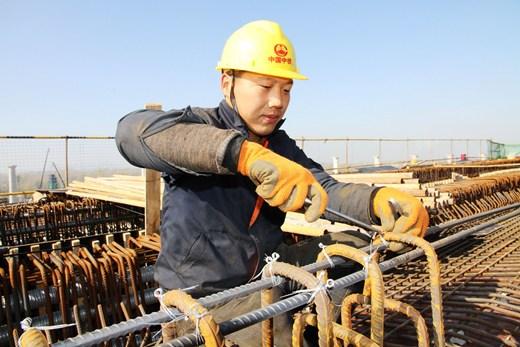 澳门美高梅官网郑州南站ZNSG标首座整体现浇连续梁完成浇筑