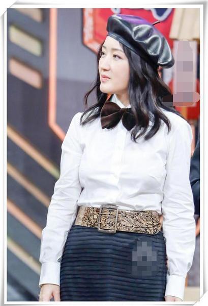 """杨钰莹与薛凯琪两代""""甜后""""同框,一个锥子脸一个圆润脸,谁更美"""