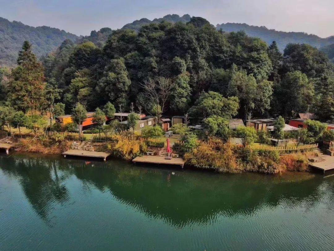 位于杭州六大旅游区之一的龙坞风景区 依托自然森林山水建造 风习袅袅