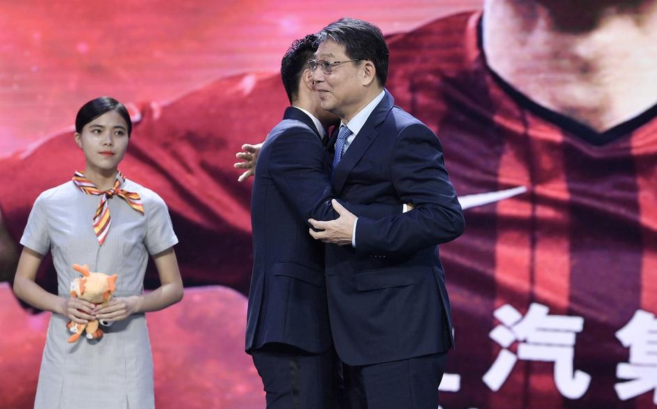 武磊中超颁奖礼上讲感人的小故事,徐根宝对他提出新的要求