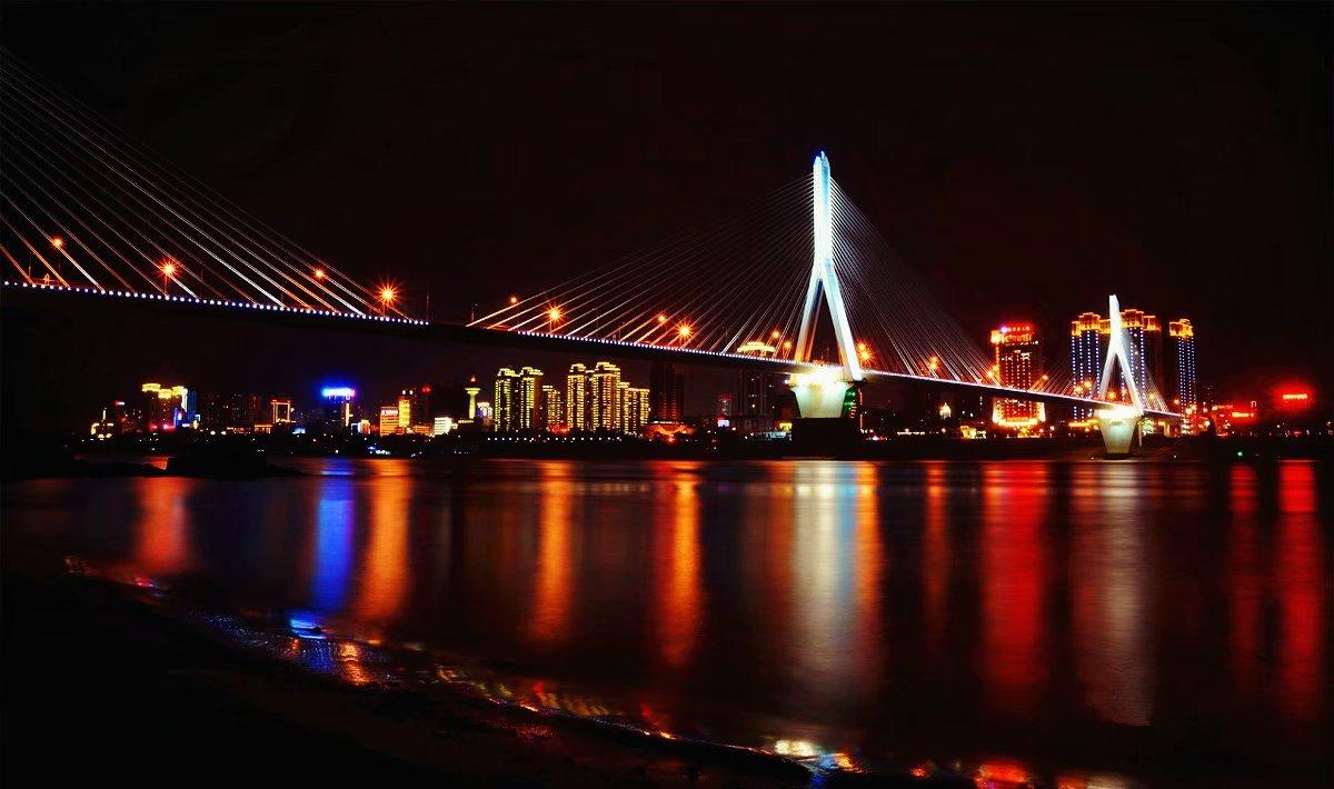 中国最不缺电的城市 白天的景色原来也这么美