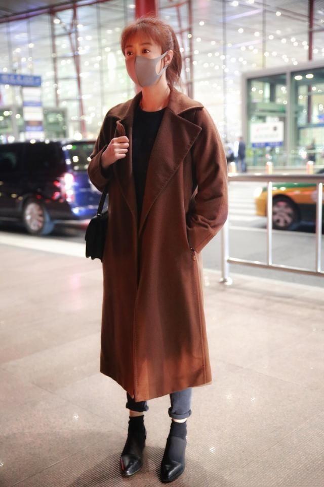 瘦了任性,蒋欣同穿一件大衣,胖瘦差距太大了!