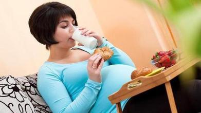 孕妇在孕期若是患上抑郁症的话,可能会导致胎儿早产,孕期抑郁症该怎么办呢?