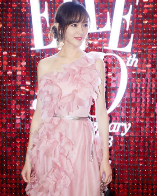 没有唐嫣的气质千万别穿粉色裙子,像秦岚穿上变买家秀就尴尬了!