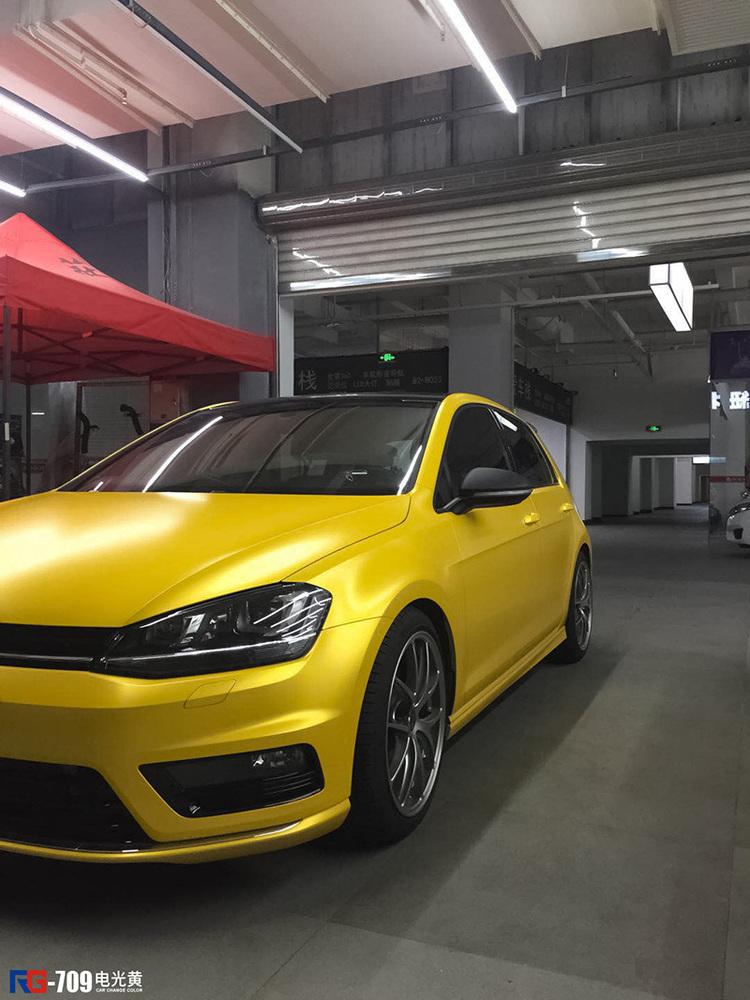 大众高尔夫车身改色贴膜电光黄 别致的体验