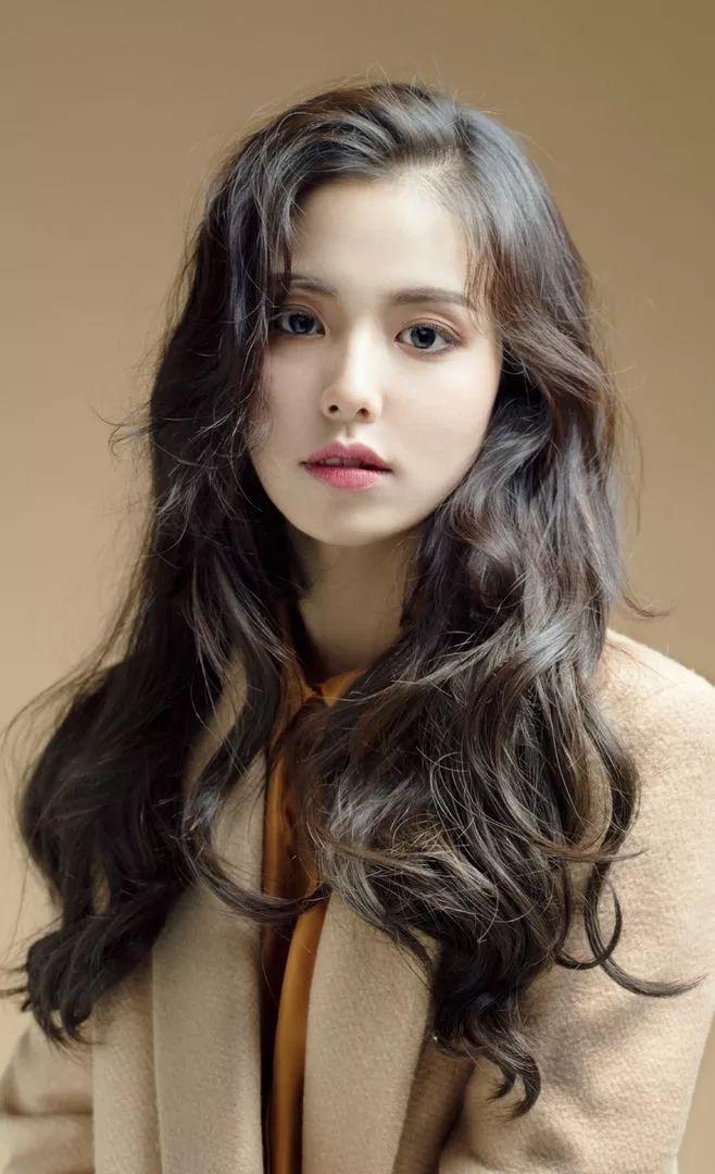 短刘海造型当然就更有萝莉的萌感啦,就是脸型上要自己选择相应的刘海图片
